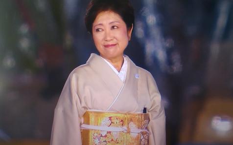 東京都都知事・小池百合子(リオ・オリンピックの閉会式に私服のお着物で出席)